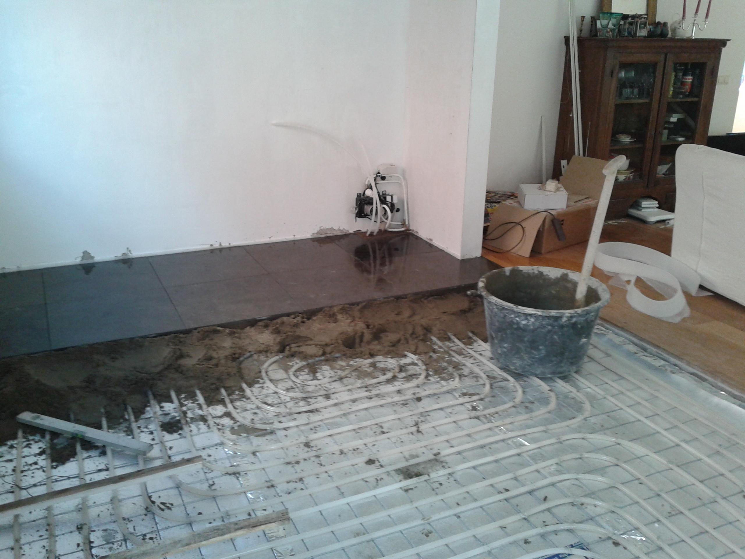 Natuursteen tegels chinees hardsteen leggen tegelwerk tegelzetter en webdesign - Keuken met cement tegels ...